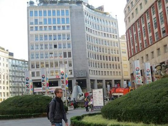 Fontana di Piazza San Babila : nov 2013