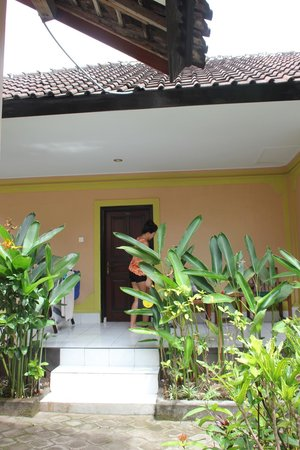 Hotel Lusa: Eingang zum Zimmer im Erdgeschoss