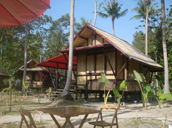 Cocotero Resort The Hidden Village : Our room