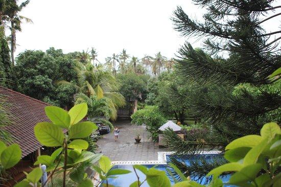 Hotel Lusa: Blick vom Balkon aus dem Zimmer im ersten Stock über den Pool