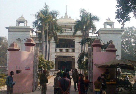 Tulsi Manas Temple: Devotees entering inside temple from main gate.