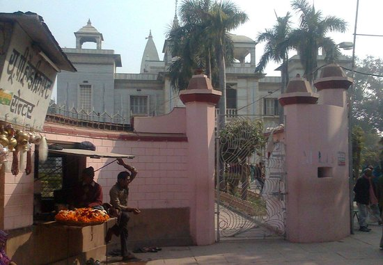 Tulsi Manas Temple: Rt Side gate of the temple with flower sellar.