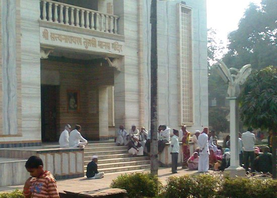 Tulsi Manas Temple : Devotees sitting on the Lt side entrance and enjoy its ambiance.