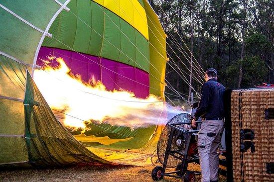 Balloon Aloft Hunter Valley Day Tours: Getting the balloon ready.