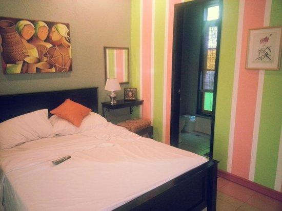 Purple Fountain  Inn: Suite