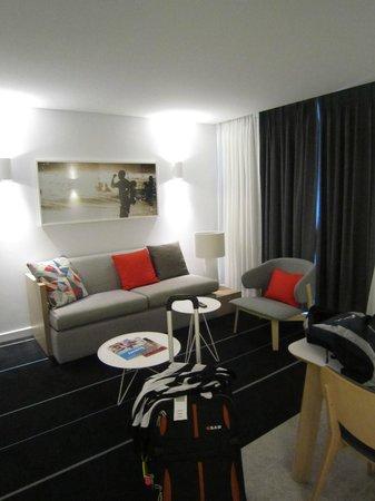 Adina Apartment Hotel Bondi Beach: One Bedroom apartment - lounge