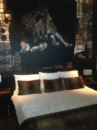 Van der Valk Hotel Houten-Utrecht: Leeuw boven het bed