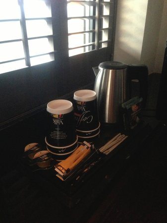 Van der Valk Hotel Houten-Utrecht: Koffie en thee en flesjes water