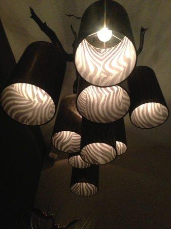 Van der Valk Hotel Houten-Utrecht: Lamp boven het bad
