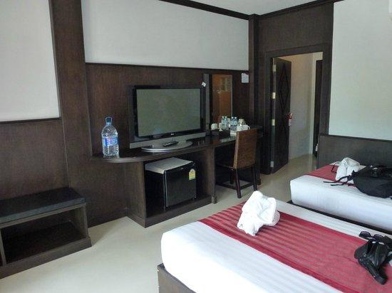Soveværelse: To enkelt senge, tv (en engelsk kanal) og køleskab ...