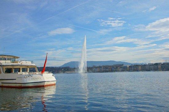 Jet d'Eau: The beautiful fountain.  Das ist schön!!!!