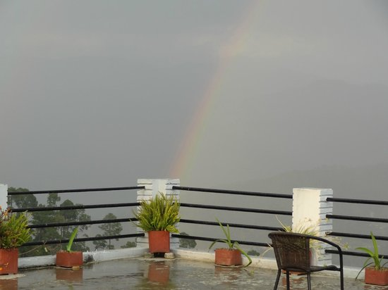 Sun n Snow Inn by Leisure Hotels: A sudden Rainbow, viewed from the roof!
