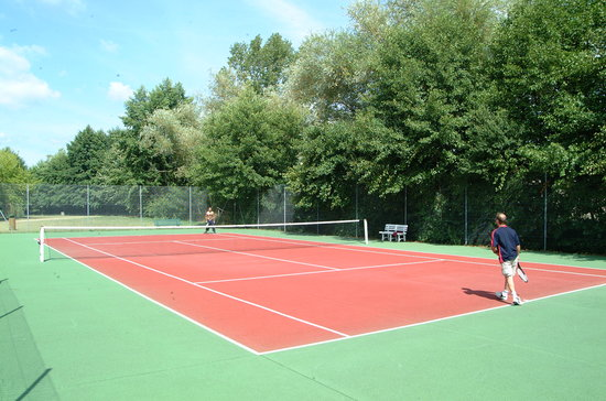 Yelloh! Village Saint Emilion : Un petit tennis ?