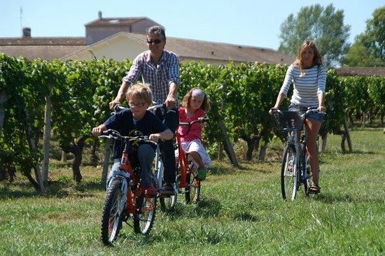 Yelloh! Village Saint Emilion: Un petit tour de vélo en famille!