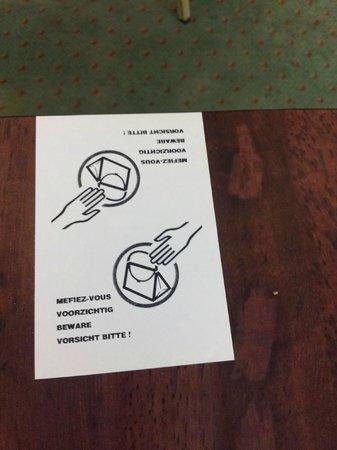 Bedford Hotel & Congress Centre: Cartello anti borseggiatori