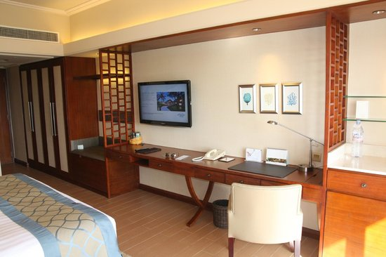 Shangri-La's Mactan Resort & Spa : Desk