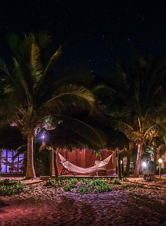 El Alquimista Yoga Spa: Suite in front of the beach at night
