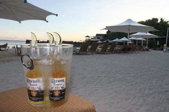 Shangri-La's Mactan Resort & Spa : Drinks on the beach