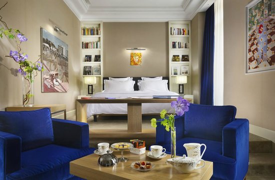 The First Luxury Art Hotel: Suite