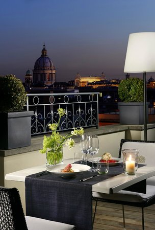 The First Luxury Art Hotel: Cena Panoramica