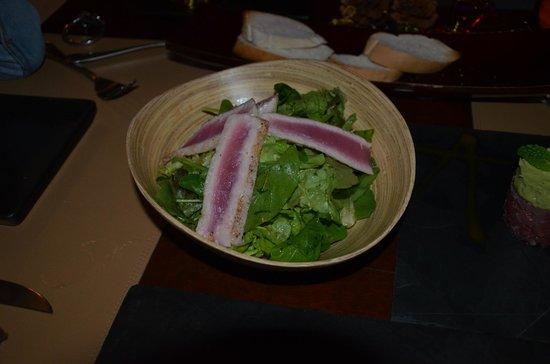 Barracuda Restaurant : Салат с тунцом