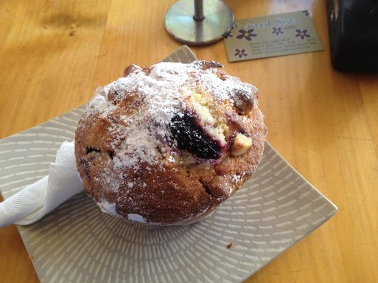 Twisted Sista: Huge muffin worth trying