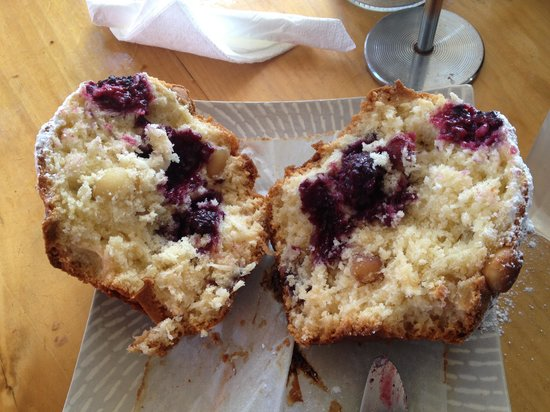 Twisted Sista : Muffin so big, need to cut in half and share!!