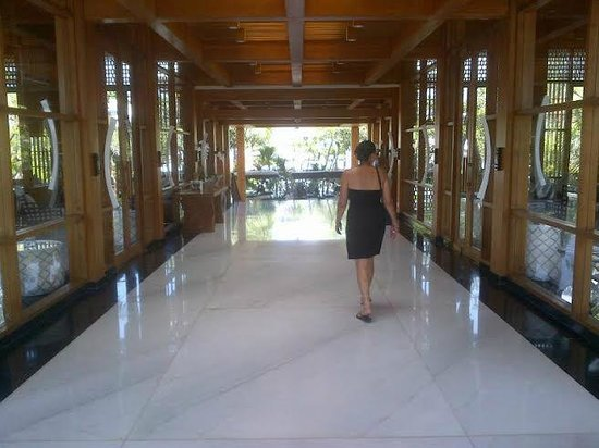 The Samaya Bali Seminyak: Walking through the Reception Lobby
