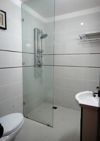 Hotel Orbit 34: Bathroom