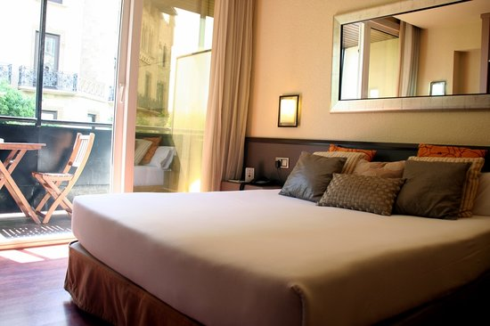 Photo of Barcelona Atiram Hotel
