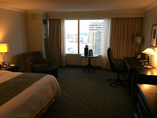 Delta Hotels by Marriott London Armouries: Spacious room