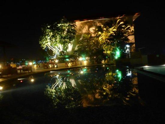 Sheraton Grand Pune Bund Garden Hotel: Rooftop Restaurant