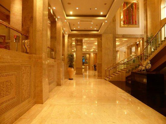 Sheraton Grand Pune Bund Garden Hotel: Lobby