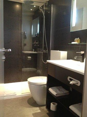 Hotel Caron: petit mais bien aménagé avec produits occitane
