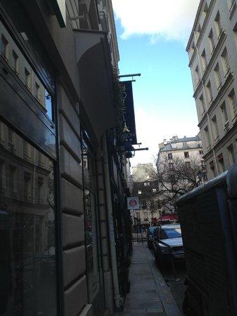 Hotel Caron: Arrivée rue Caron