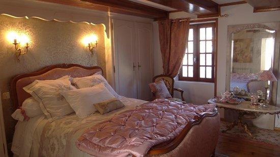 Domaine du Salabert: chambre de la suite Noelie