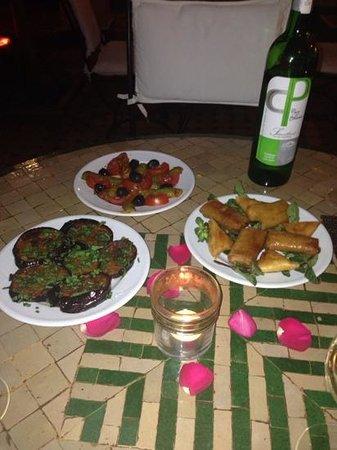 Riad Dar Dialkoum: starters- amazing food