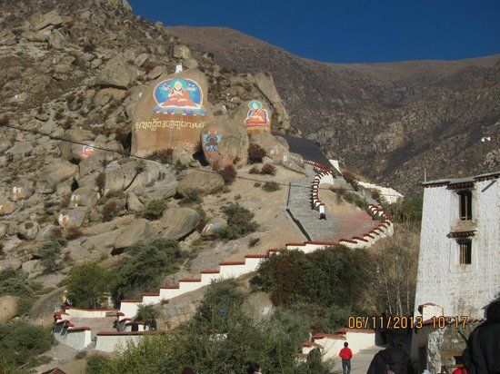 Drepung Monastery (Zhebang Si): Mount Gephel hillside
