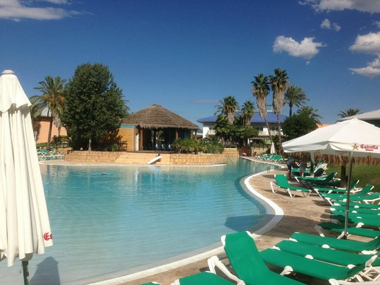 PortAventura Hotel Caribe: One of the two pools - No sand in this one