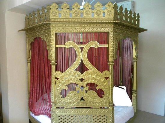 "Hotel Samrat International: Bed in the room named ""Ghoomar"""