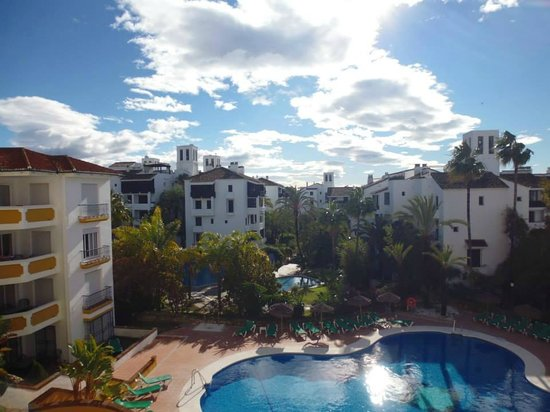 Alanda Club Marbella: View from our balcony 3rd floor.