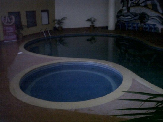 Valley View Resort: swimming pool