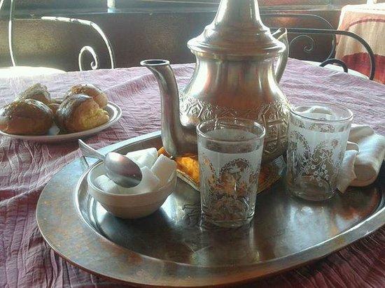 Riad Zehar : Tomando un té en la terraza