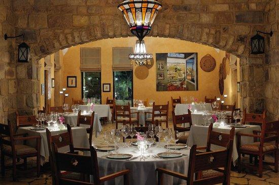 Movenpick Resort & Spa Dead Sea: The Grill