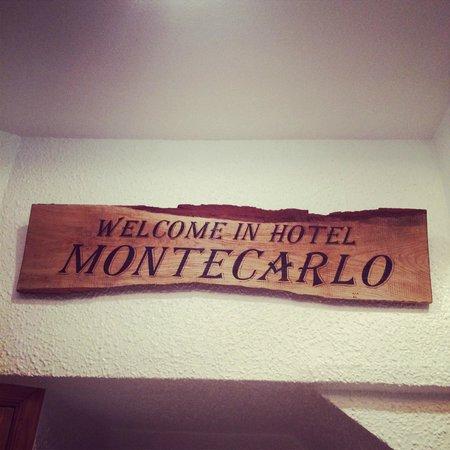 Montecarlo Hotel: Табличка при входе