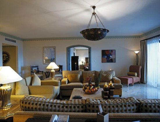 Movenpick Resort & Spa Dead Sea: Royal Suite Sitting Room