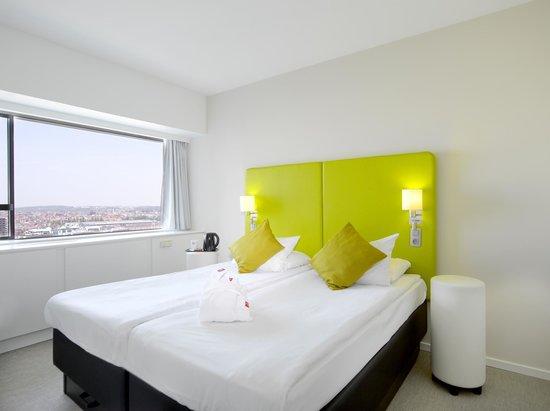 Thon Hotel Brussels City Centre: Chambre vue basilique
