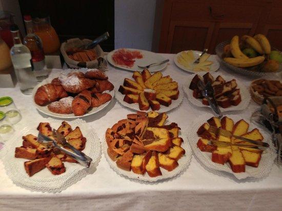 Relais Villa Grazianella - Fattoria del Cerro: Buffet colazione 2/2