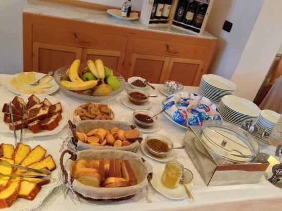 Relais Villa Grazianella - Fattoria del Cerro: Buffet colazione 1/2