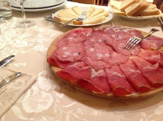 Relais Villa Grazianella - Fattoria del Cerro: Antipasto sera